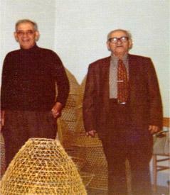Salvatore Zampino con il fratello Antonio nel deposito di Nasse di Gioiosa Marea.