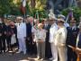 Foto di gruppo ai piedi del Monumento ai Marinai russi