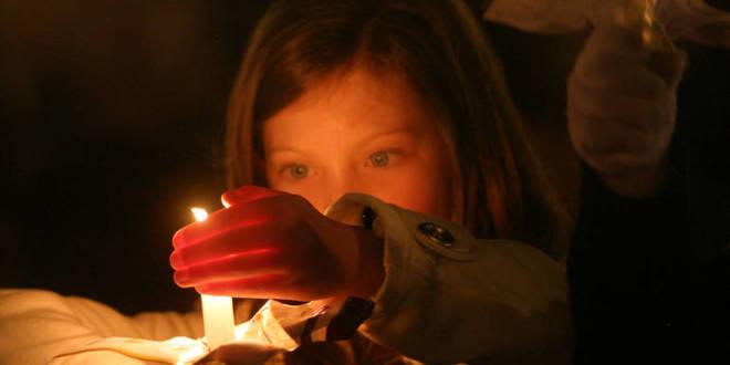 Bambina-con-candela-01_imagefull
