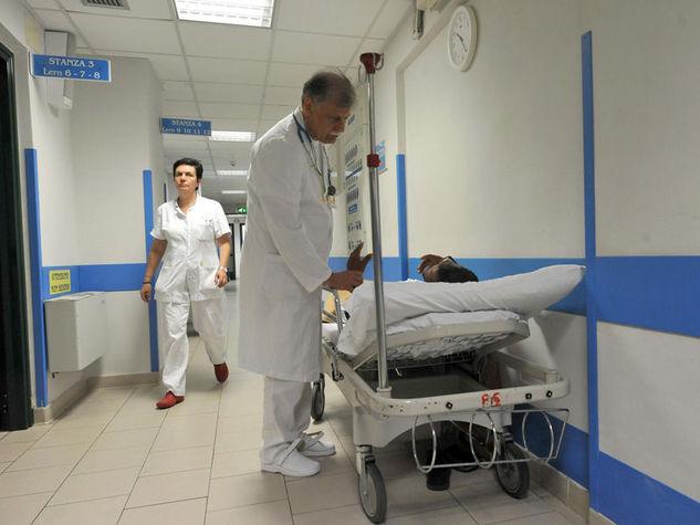 medico-ospedale-barella_o_su_horizontal_fixed