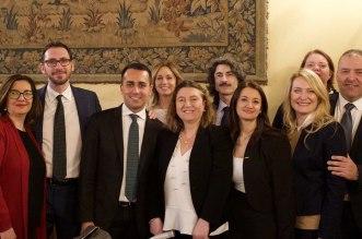 Al centro Nunzia Catalfo e Luigi Di Maio con i membri del M5S in Commissione Lavoro e il sottosegretario Cominardi
