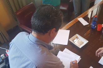De Luca firma la nota per i Revisori dei Conti che dovranno redigere la relazione per l'avvio della procedura di dissesto