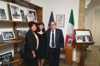 Vicesindaco di Martinez Debbie Mckillop, al centro, tra Agata Sandrone, Presidente della sede locale di BCsicilia, e il sindaco di Isola Stefano Bologna