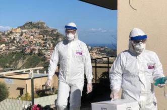 Medici dell'ASP Messina dopo il prelievo del tampone