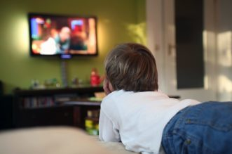 child-watching-tv-1152x768