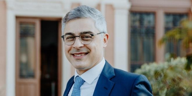 Avv. Giovanni Villari